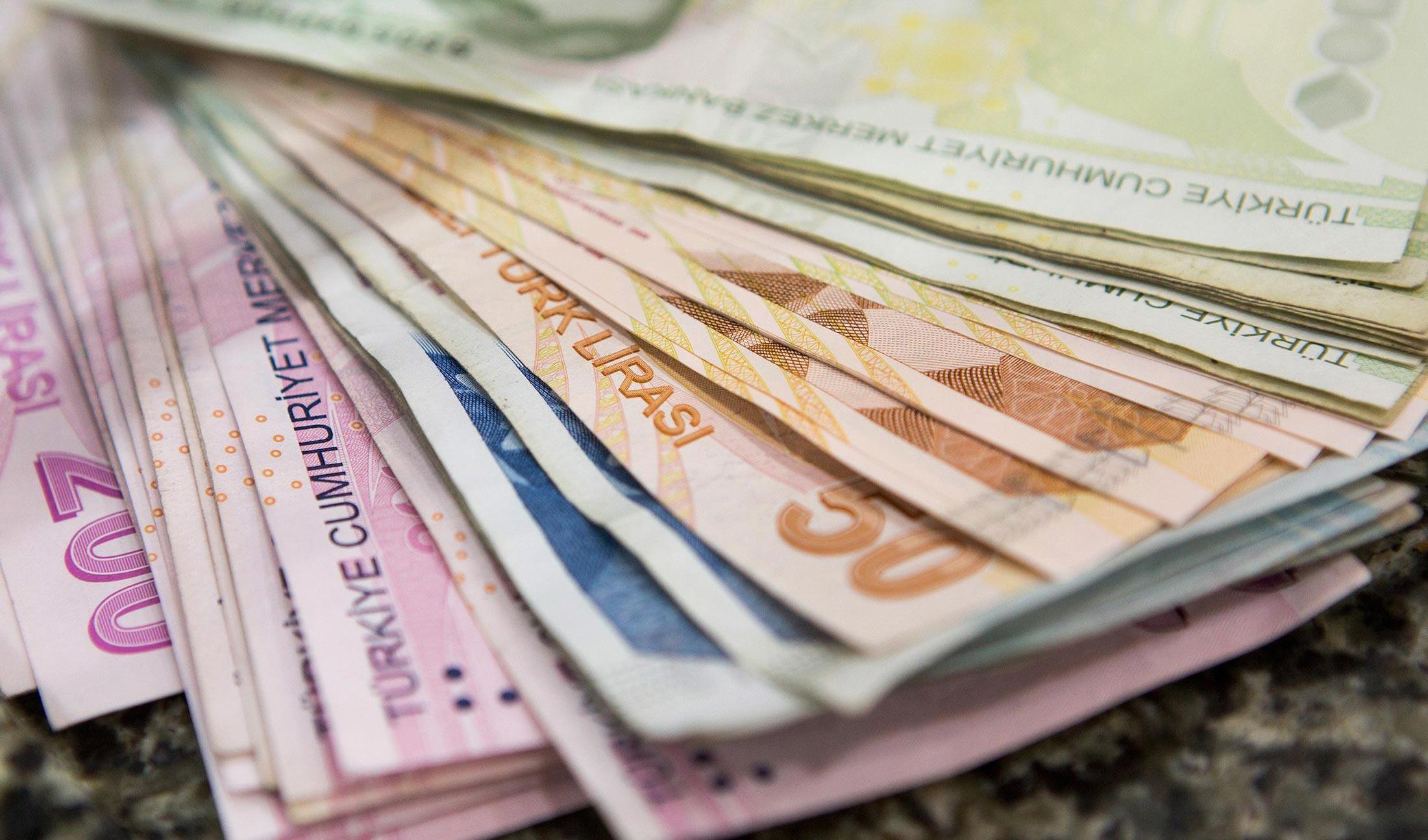 دلار در برابر لیر کوتاه آمد