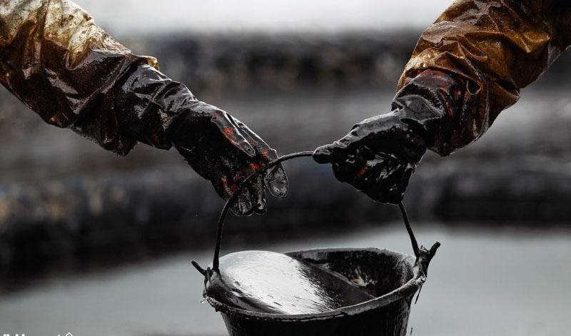 در معاملات امروز بازارها قیمت نفت پس از جهش ۲ درصدی دوباره افت کرد