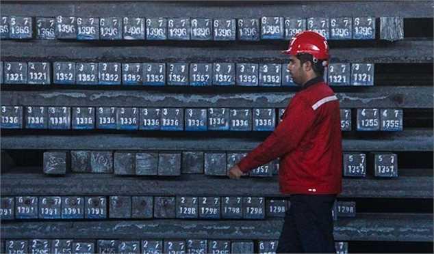 سیر نزول قیمت فولاد و سنگآهن