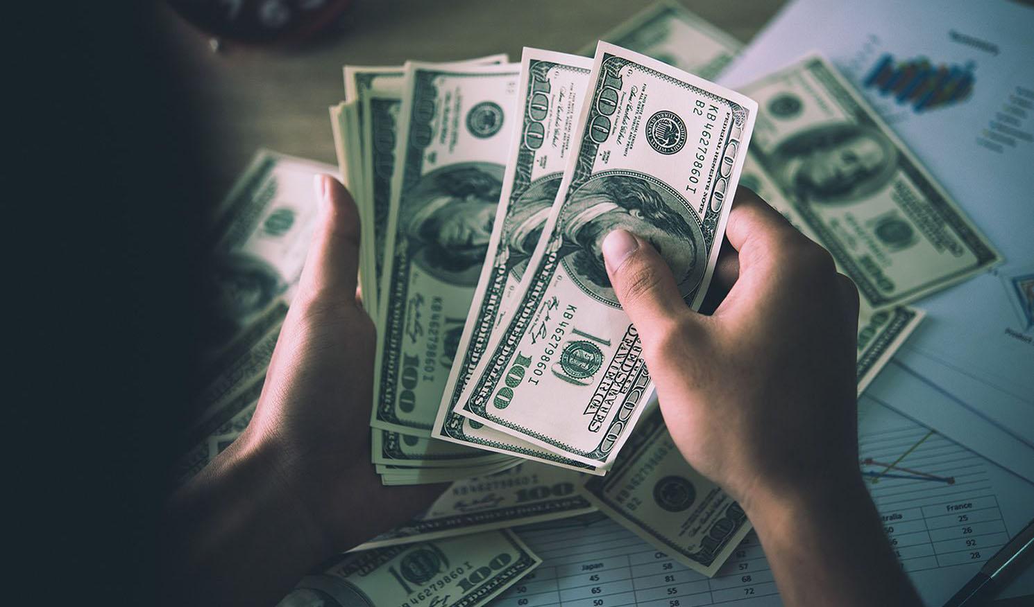 ادمه افت ارزش دلار در معاملات جهانی