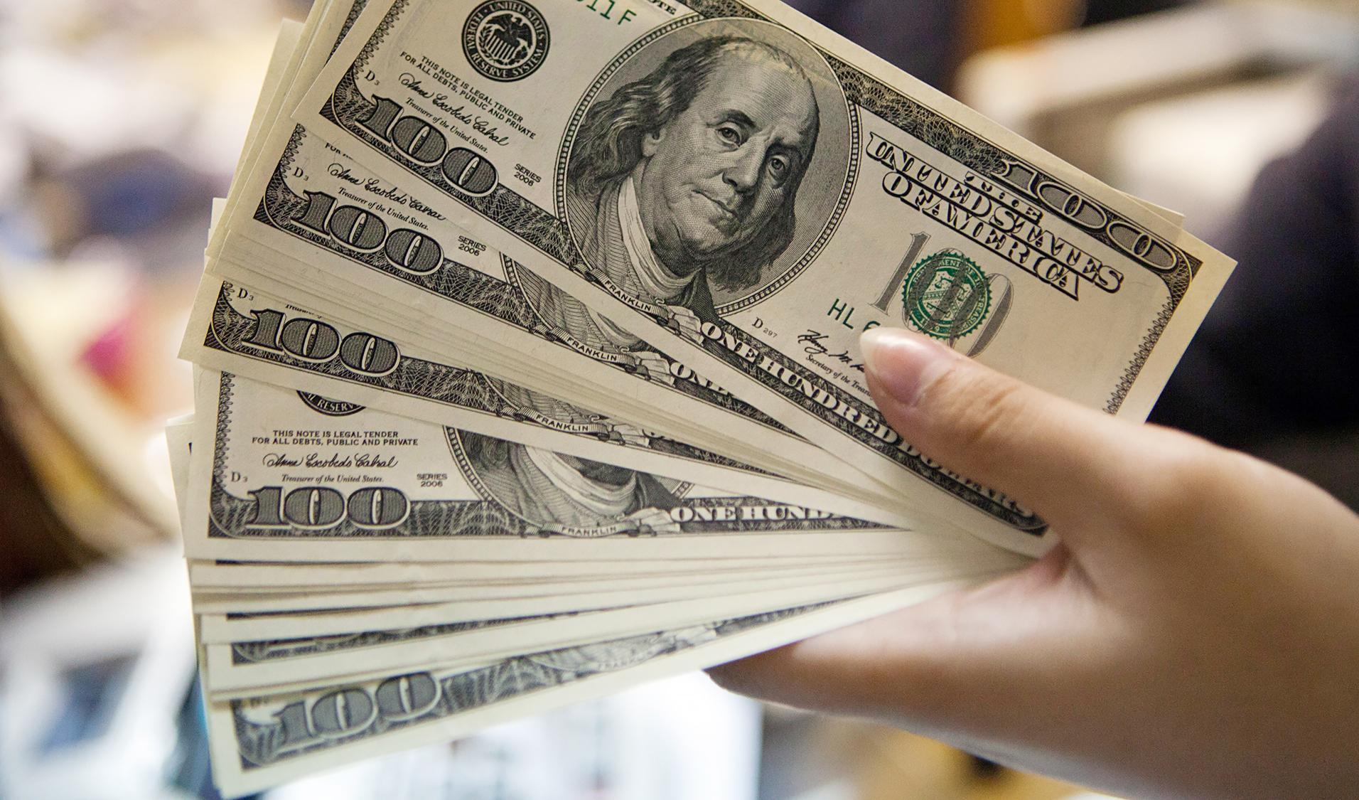تغییر مسیر دلار در روز آخر