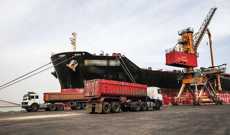 ششمین کشتی شکر پهلو گرفت/ واردات ۶۰۰ هزار تن شکر در اردیبهشت