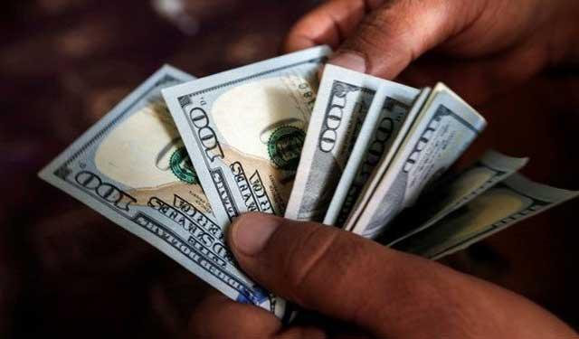 دلار آمریکا در صحنه مبادلات بین المللی در حال تضعیف شدن است