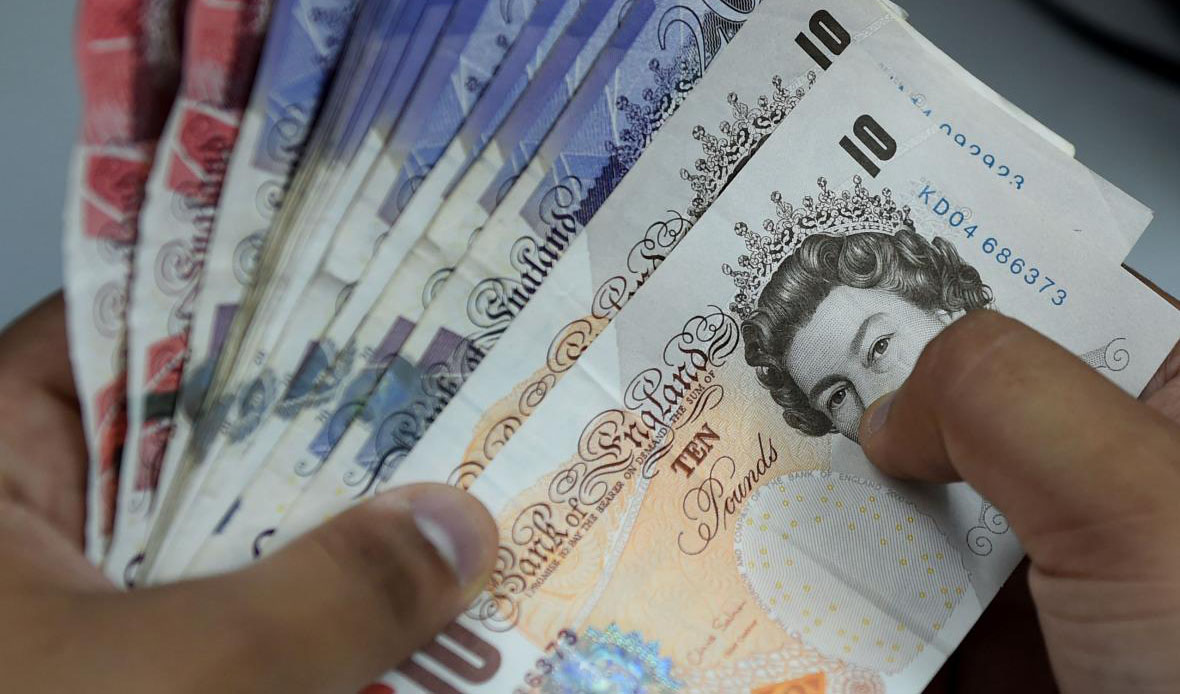 افت نرخ رسمی پوند و یورو