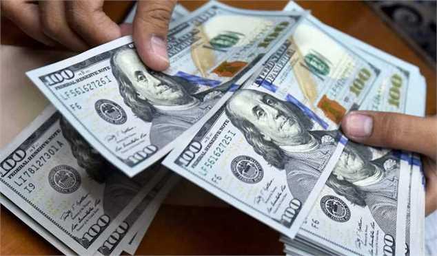 امروز، دلار بازار آزاد ارزانتر از صرافیهای بانکی