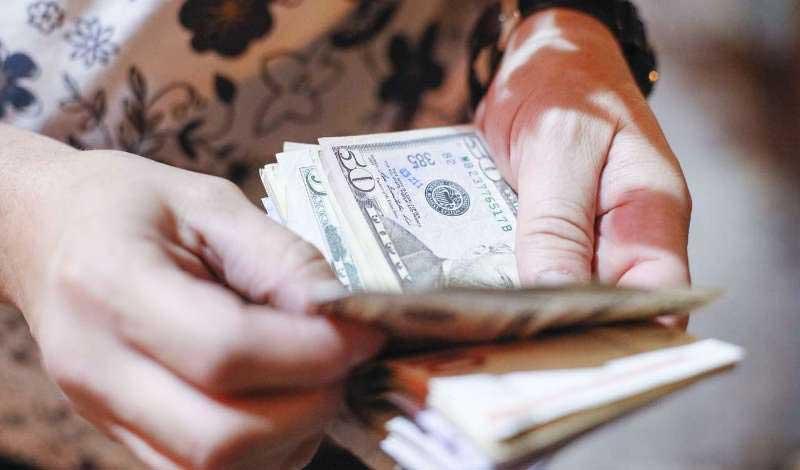 ادامه روند کاهشی نرخ ارز و سکه حباب قیمت را تخلیه میکند