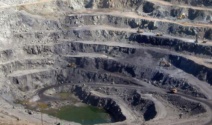 ۶۰ میلیارد تن میزان ذخیره معدنی کشور/ سرمایه گذاری بخش معدن افزایش یابد