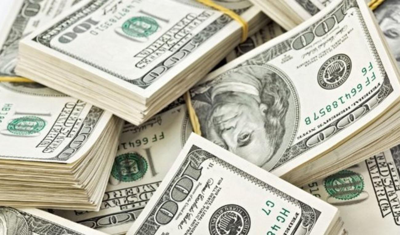 نرخ فروش دلار ۱۰۰ تومان کاهش یافت