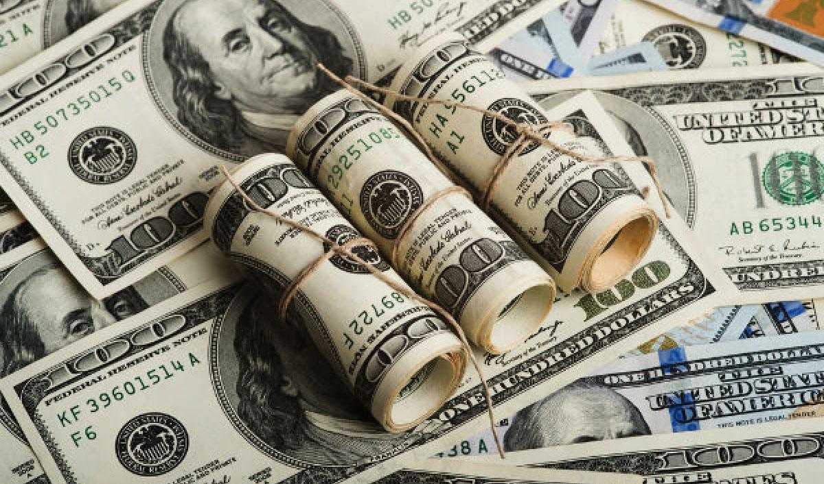 عقب نشینی ۱۰۰ تومانی دلار در صرافی بانکها