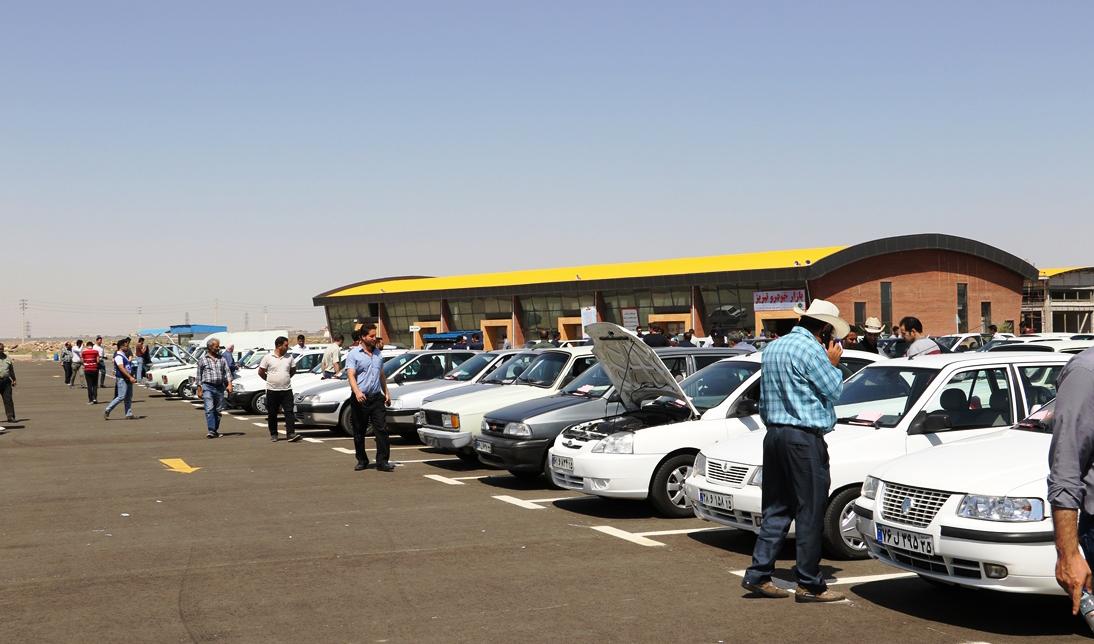 آخرین قیمتها در بازار خودرو/ ۴۰۵ در مرز صد میلیون تومان