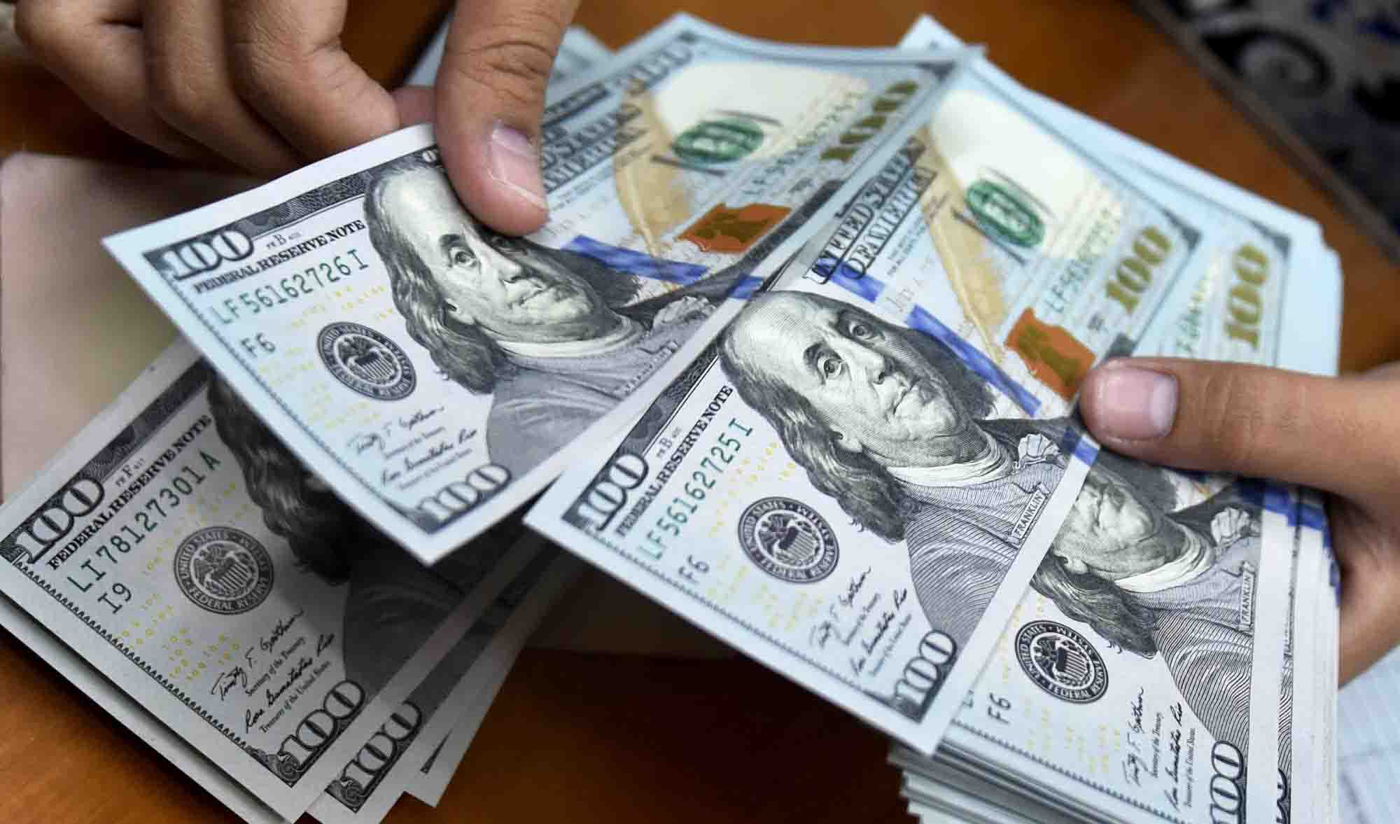 قیمت دلار آمریکا ۱ اسفند ۹۸ به ۱۴,۲۰۰ تومان رسید