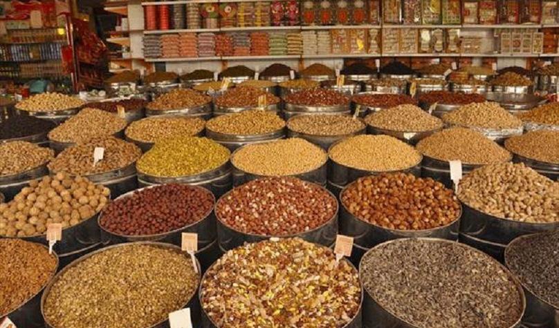 بازار خشکبار و شکلات شب عید متاثر از ویروس کرونا/ نرخ شکلات و آجیل مشخص شد