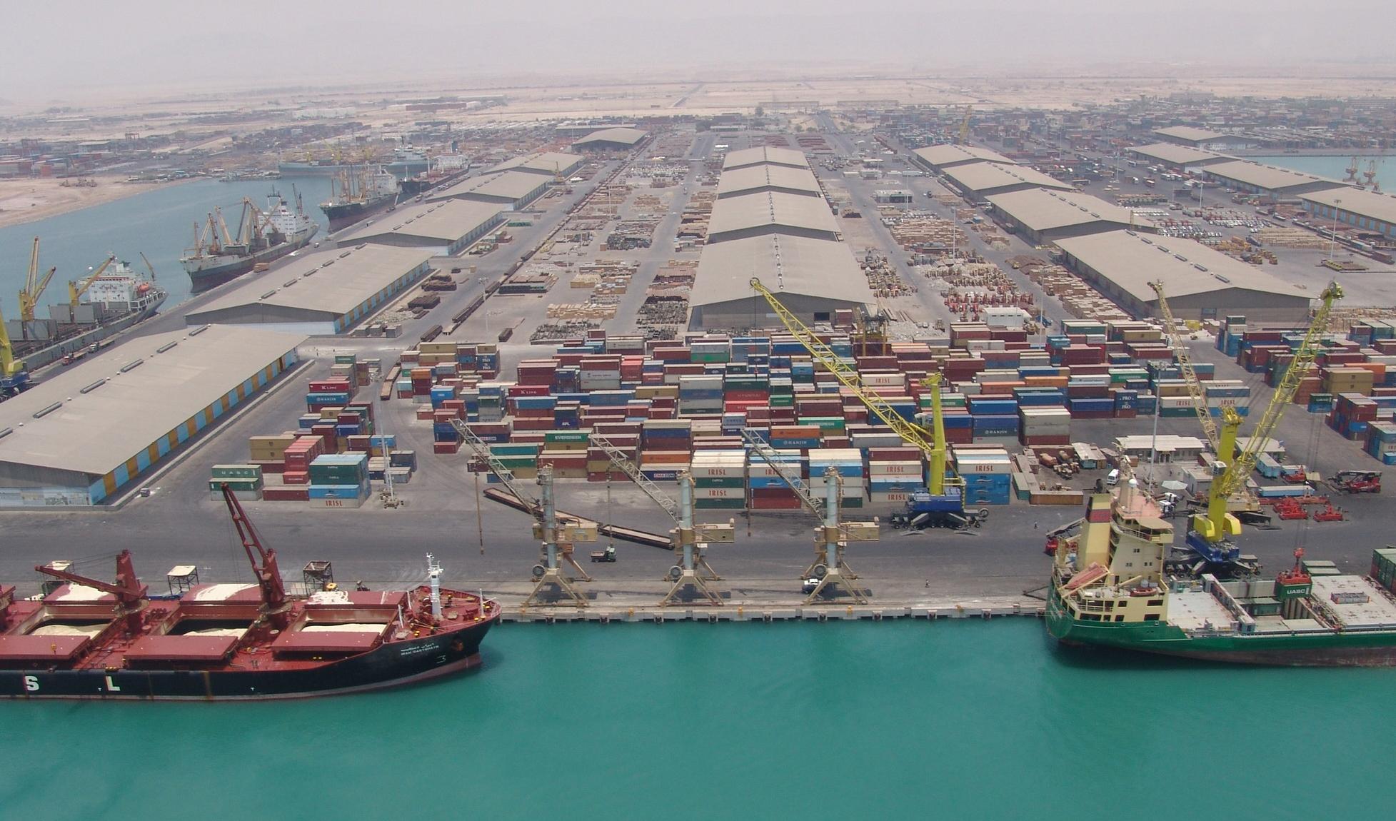 پهلوگیری ۷ کشتی حامل کالاهای اساسی در بندر چابهار