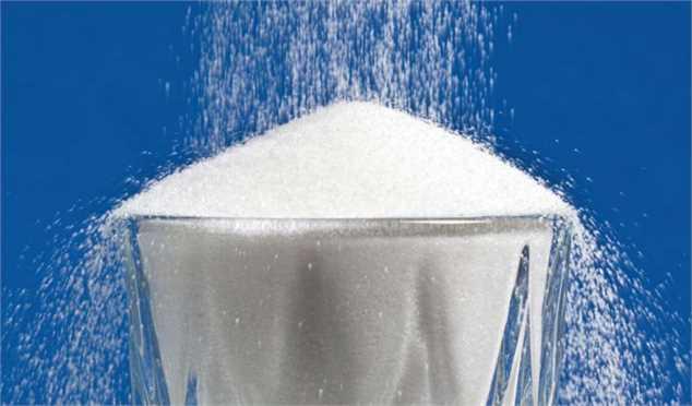 اگر دولت نرخ مصوب شکر را اعلام نمیکند، اختیار را به کارخانهها بدهد/ کاهش قیمت جهانی شکر خام در پی کاهش قیمت نفت