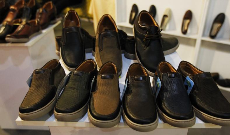 کفشهای چینی به نام کفشهای خاص وارد می شود