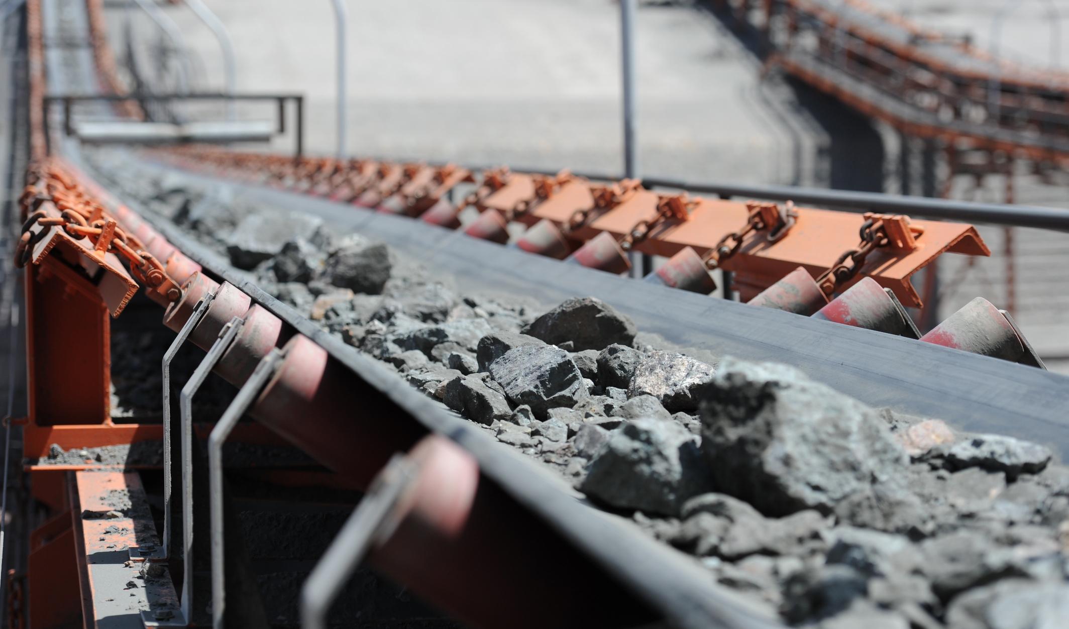 استخراج بیش از ۶۴.۲ میلیون تن سنگ آهن در سال ۹۸