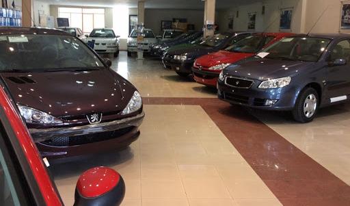 رییس اتحادیه نمایشگاهداران:قیمت برخی خودروها صد میلیون تومان ریخت