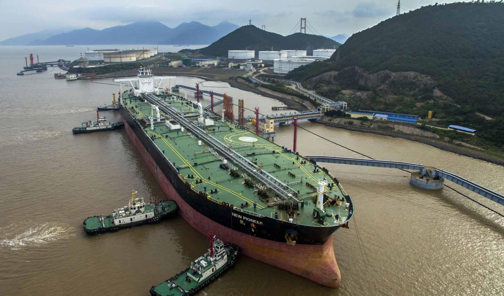 ادامه ترافیک و ازدحام در پایانههای نفتی چین