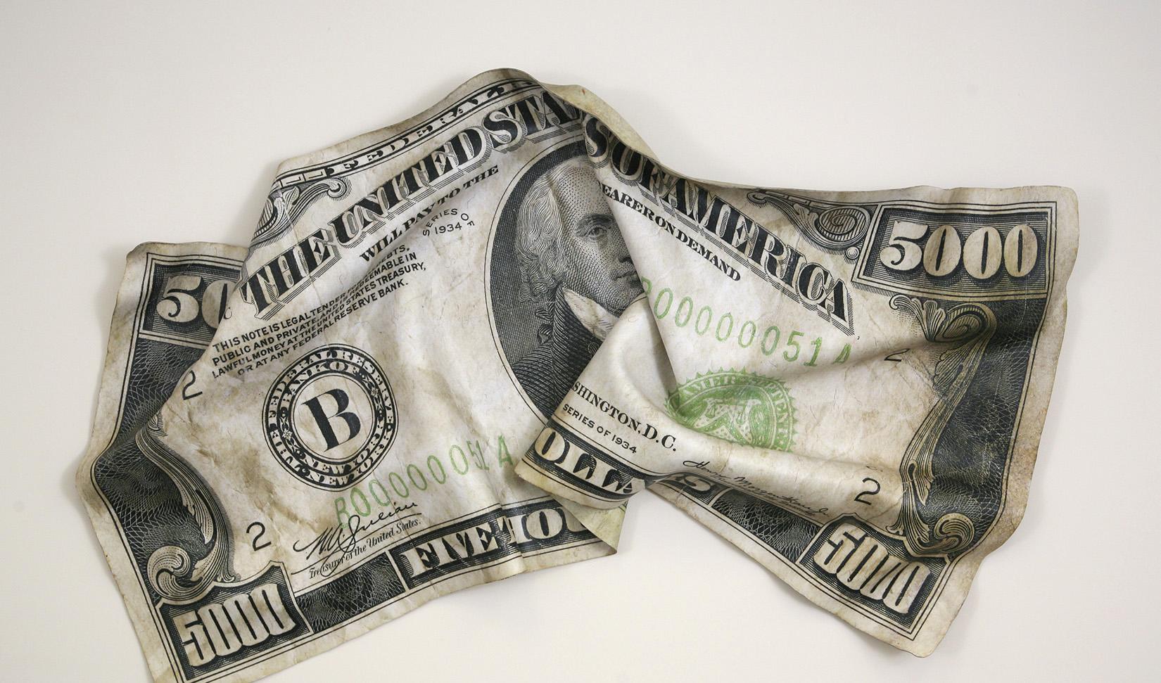 تنشهای آمریکا و چین دلار را به لرزه انداخت