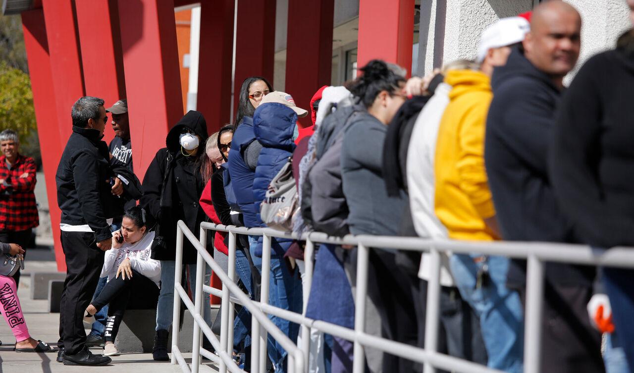 بیکاران آمریکا در طول پاندمی کرونا به حدود ۵۵ میلیون نفر رسید