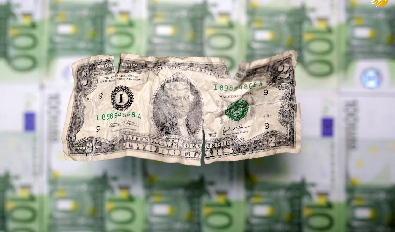دلار در سال پیش رو ممکن از بیش از ۳۵ درصد در برابر یورو سقوط کند