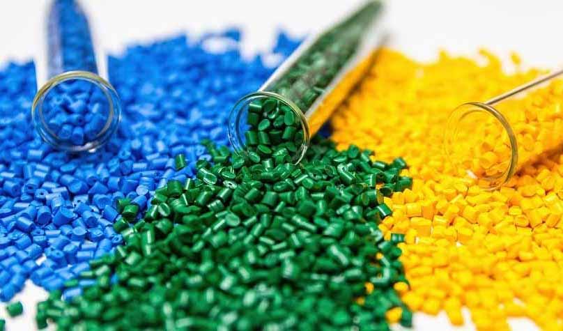 چالشهای صنایع پلیمر/ از رقابت با دلالان در بورس تا کمفروشی مواد اولیه توسط پتروشیمیها