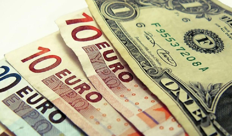 بهای دلار و یورو در صرافیهای بانکی/کاهش ۱۵۰ تومانی بهای دلار