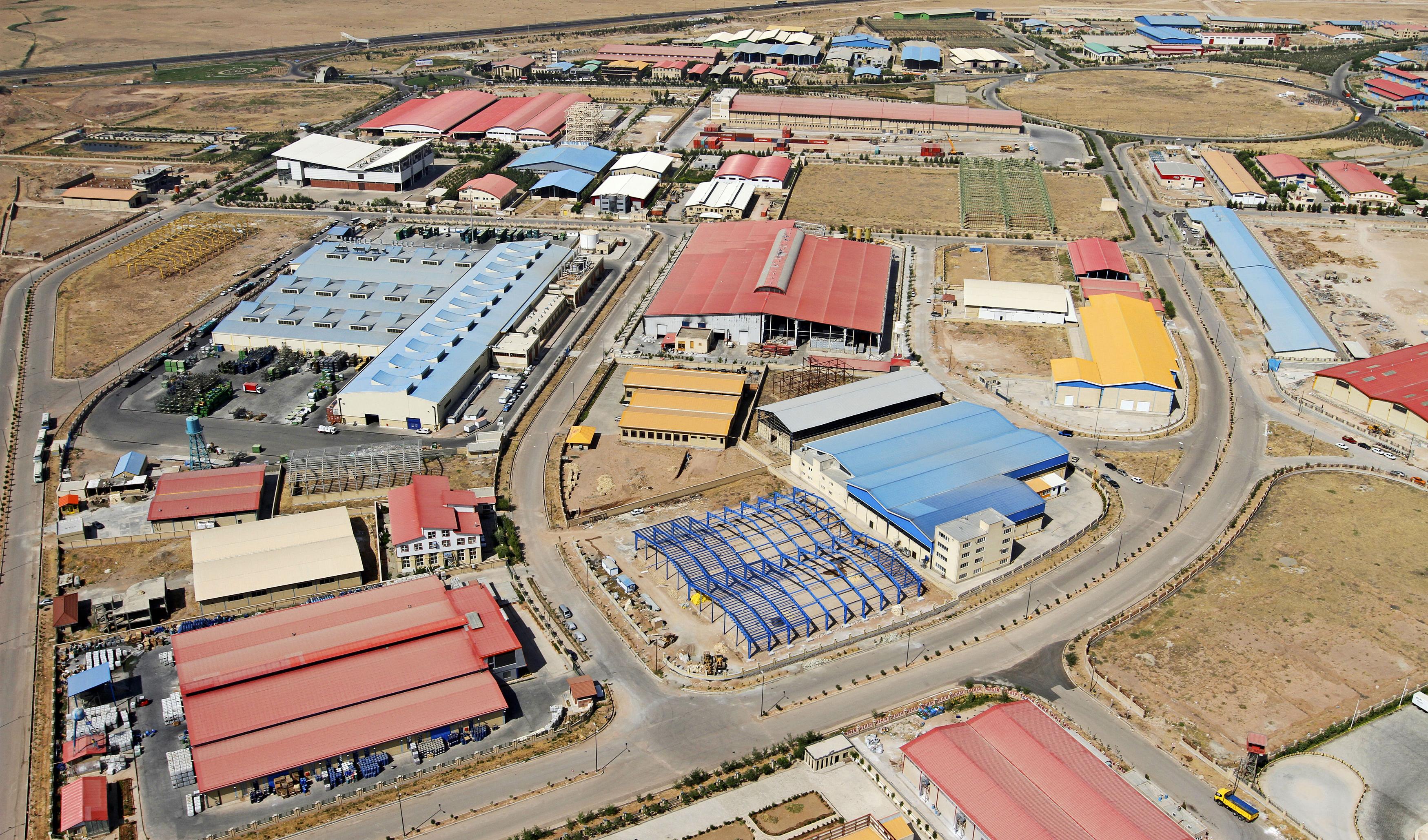 شهرکهای صنعتی به منابع آب و برق پایدار متصل میشوند
