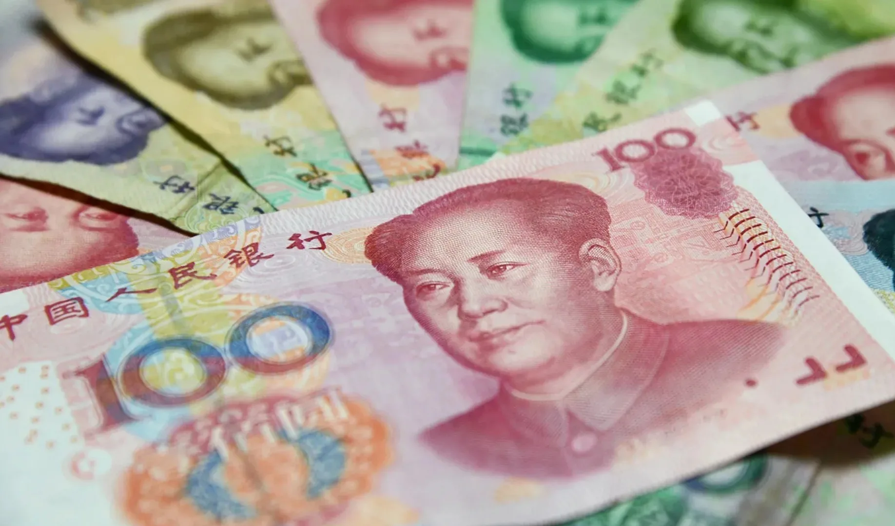 چین برای جهانی سازی یوان و کاهش استفاده از دلار با سوئیفت شریک شد