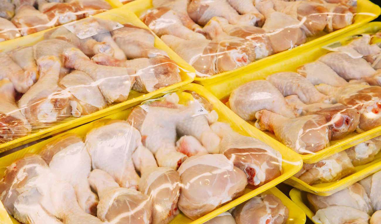 امروز ۶۷۰۰ تن گوشت مرغ گرم به بازار عرضه شد
