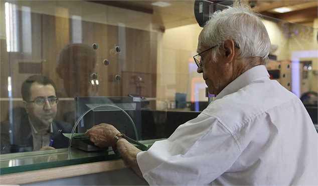 بانک رفاه کارگران به بازنشستگان تسهیلات مسکن پرداخت می کند