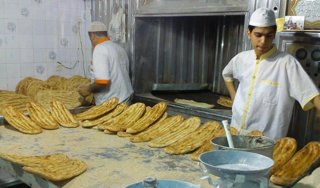 نان غیررسمی ۵۰درصد گران شد/ توجیه نانواهای متخلف برای گرانی نان چیست؟