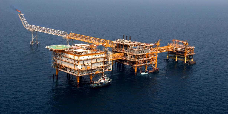 آغاز عملیات بارگیری نخستین محموله صادراتی نفت ایران از دریای عمان
