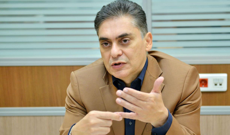 محمد لاهوتی: سیاست ارز ۴۲۰۰ نتیجهای جز هدر رفت منابع ارزی نداشت