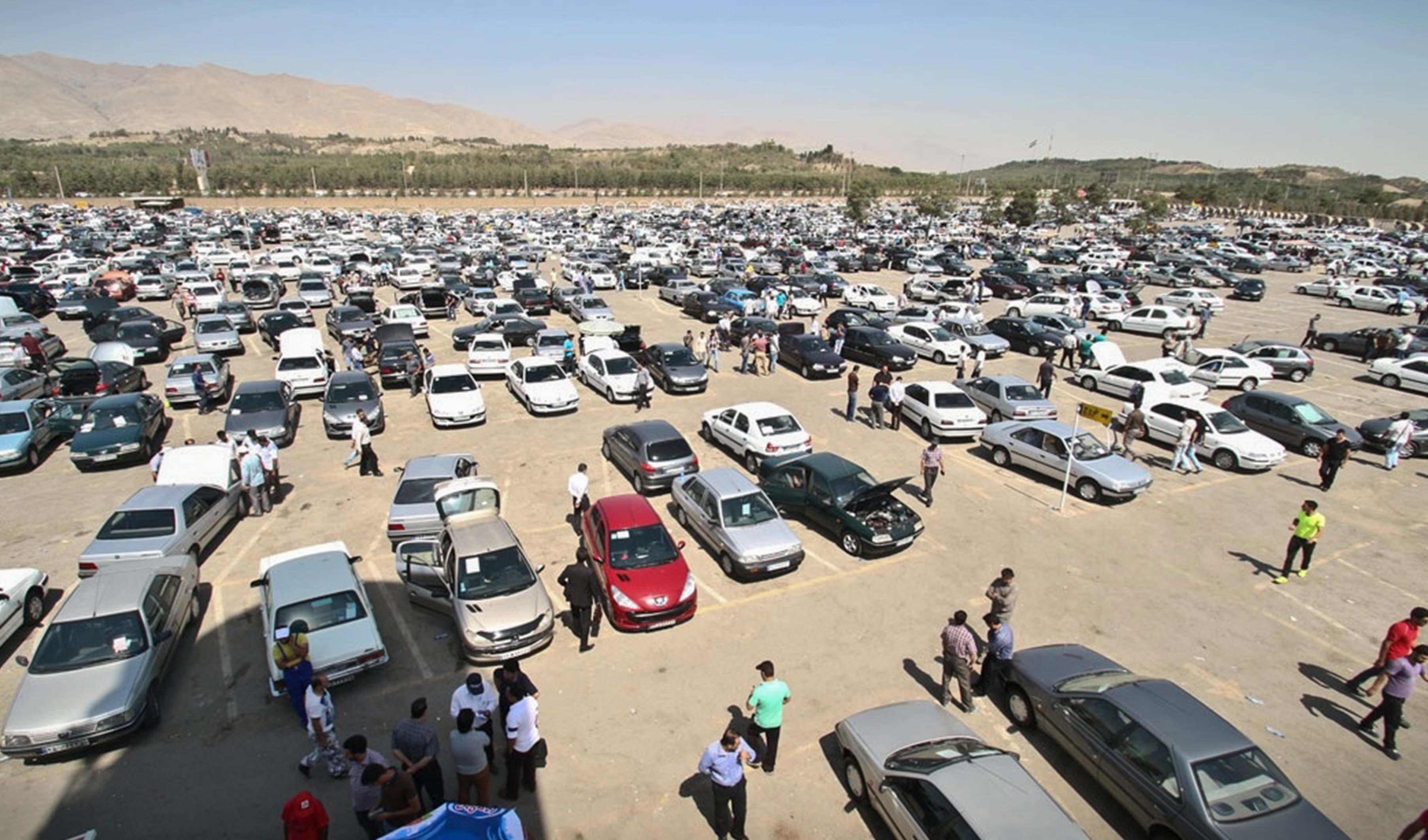 بازار خودرو سرخ پوش شد/ سمند در مرز ۳۰۰ میلیون تومانی