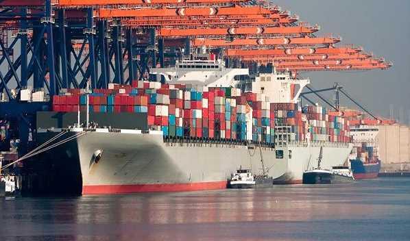 خروج ۲ میلیون تن کالای اساسی از بنادر تا ۱.۵ ماه آینده/ اعزام روزانه ۴۰۰۰ دستگاه کامیون به ۷ بندر