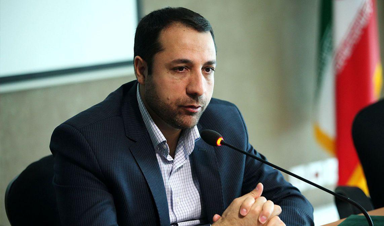 صالح آبادی: بازار ارز باید برای فعالان اقتصادی پیش بینی پذیر شود