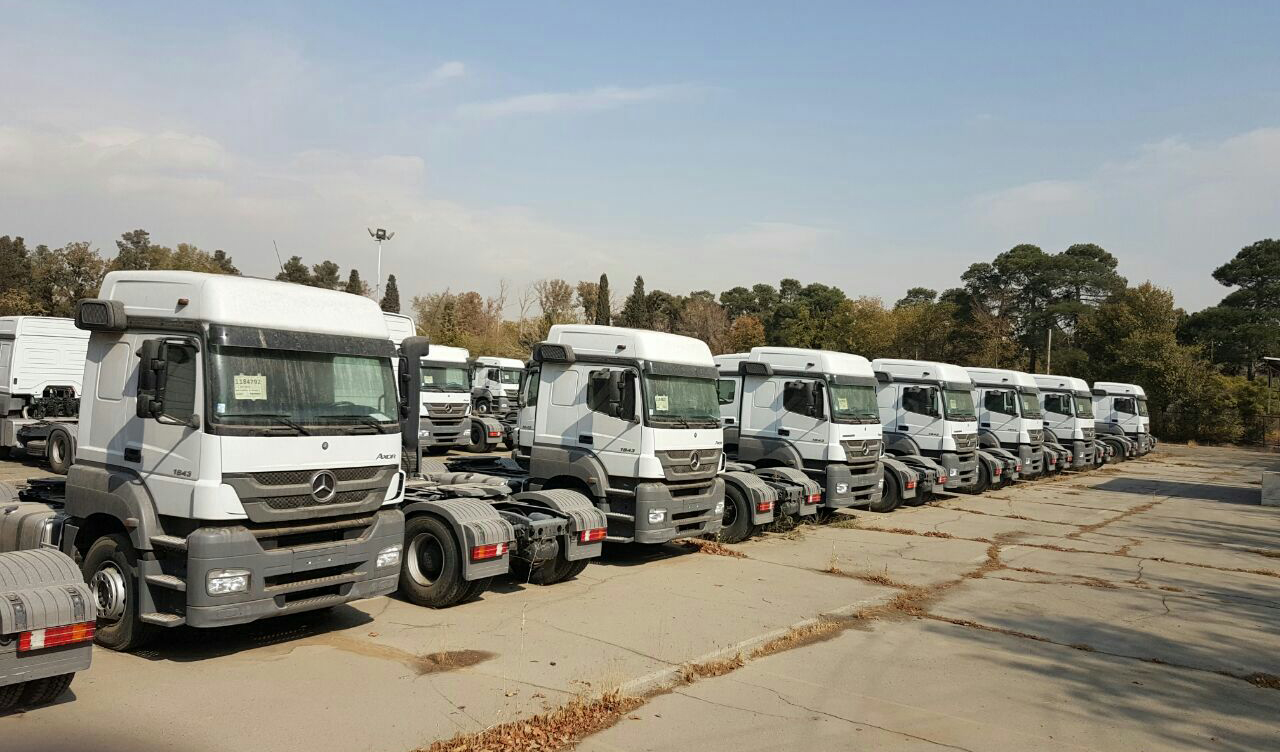 ۳۶۰۰ کامیون وارداتی در گمرکات دپو شده است