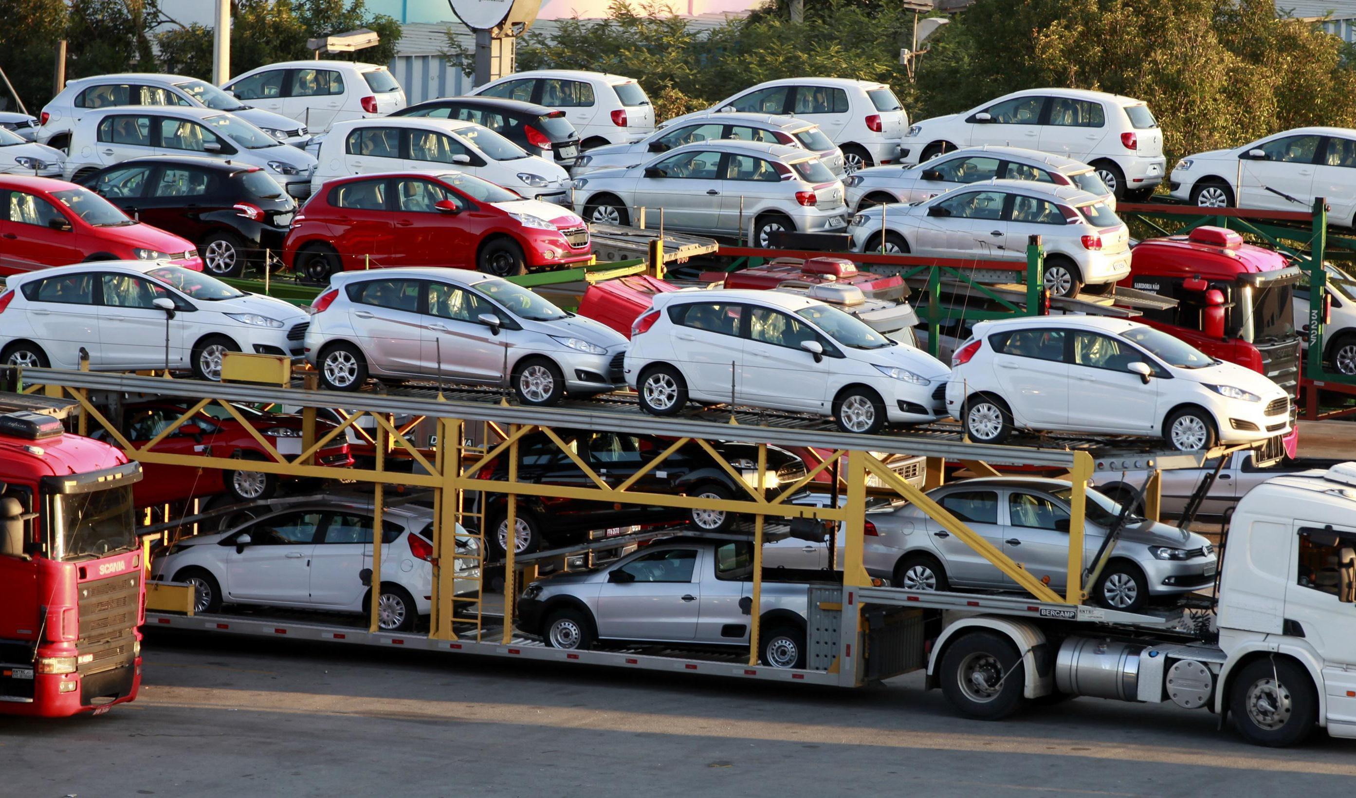 واردات محدود خودرو به کشور انجام خواهد شد